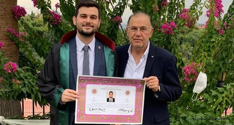 Ceyhanlı Avukat Kasım Yaraşır'ın Belgesini Avukat Selim Mirci verdi